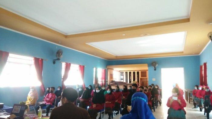 Para siswa-siswi mengikuti program Jaksa Masuk Sekolah (JMS) Kejaksaan Negeri Belitung