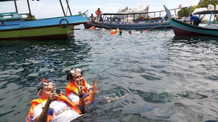 Asyiknya Snorkeling di Belitung Bikin Nyandu
