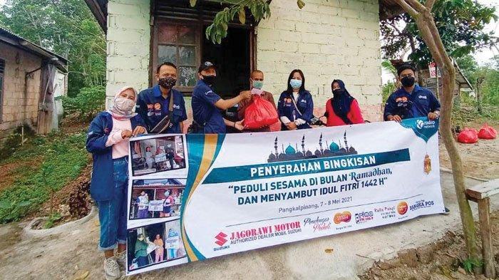 Jagorawi Motor dan Pendengar Peduli Sonora Group Bangka Bagi Bingkisan untuk Warga Kurang Mampu