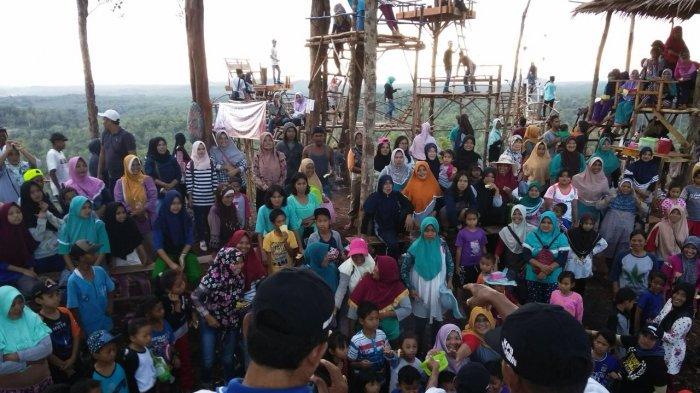 Dari Atas Bukit Tujuh, PPK Pemali Sosialisasikan Pilkada 2018