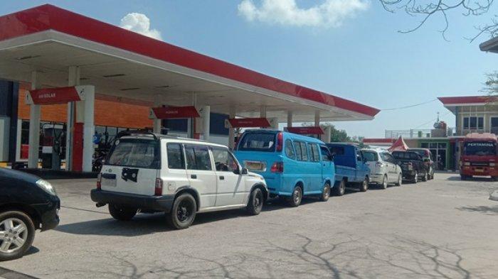 BREAKING NEWS: Antrean BBM di SPBU Mengular, Enam Jam BBM Sudah Ludes Terjual
