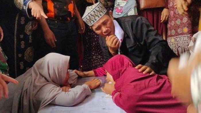 'Salatkan Anakku Bang', Tangis Sang Ibu Sambut Kedatangan Jenazah TKI Lisa Sirait dari Malaysia