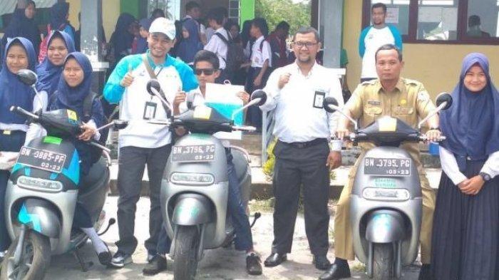 PLN Perkenalkan Sepeda Motor dan Kompor Listrik di Lepar Pongok