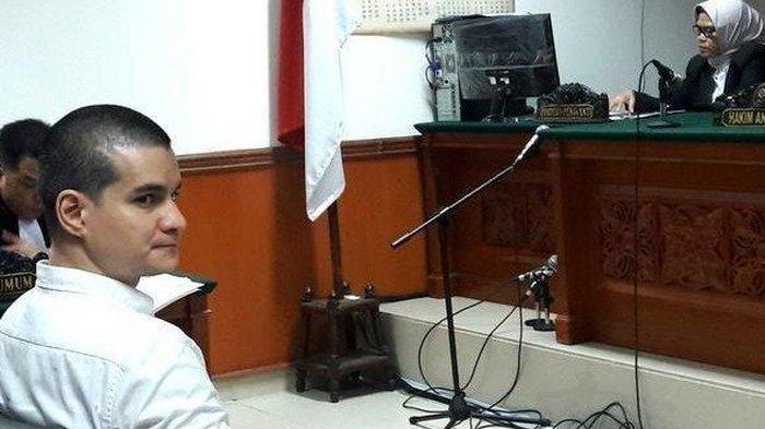 Steve Emmanuel saat jalani sidang kasus narkoba di Pengadilan Negeri Jakarta barat, Kamis (21/3/2019)