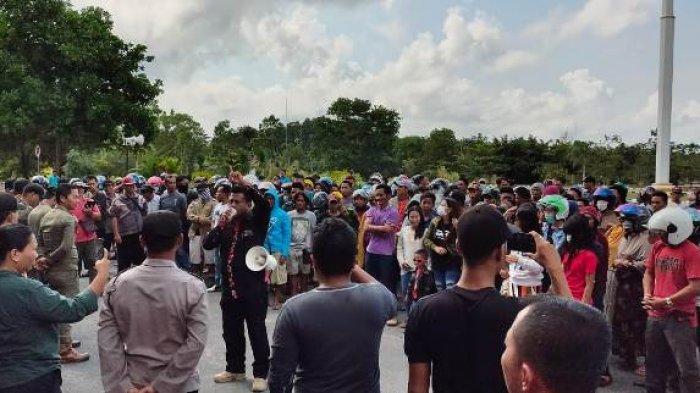 BREAKING NEWS, Ini Tuntutan Peserta Aksi Demontrasi di Kantor Bupati Bangka Selatan