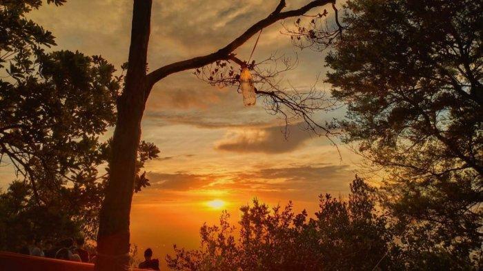 Sunset di Puncak Bukit Maras, Letih Pendaki Terbayarkan