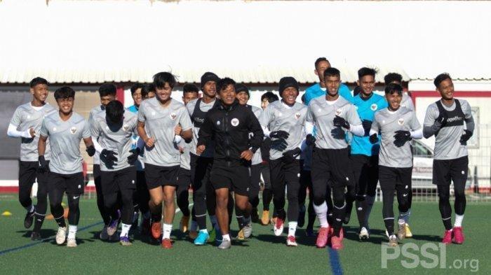 TIMNAS U19 Indonesia Latihan di Barcelona, David Maulana Sebut Dingin Tapi Tak Masalah