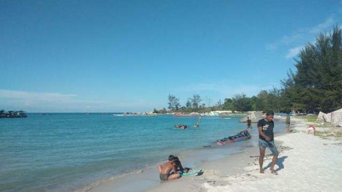Masuk Pantai Pakai Bukti Vaksinasi