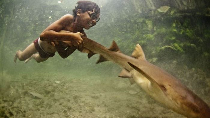 Inilah Suku Bajo, Manusia Pertama di Muka Bumi yang Adaptasi Genetis Untuk Dapat Menyelam di Laut