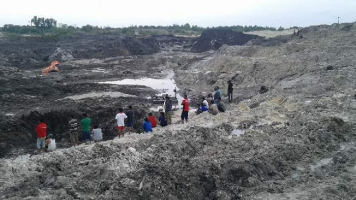Tanah Tambang Longsor Dua Pekerja Tambang Jadi Korban, Warga Tak Berani Lakukan Pencarian