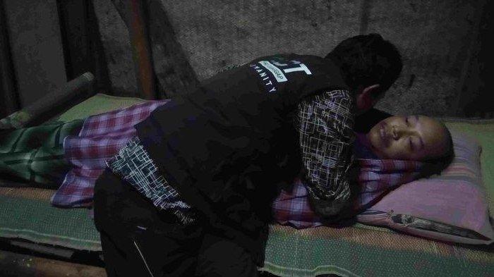 Depresi, Suroto 10 Tahun Hanya Terbaring di Tempat Tidur hingga Rambutnya Gimbal Jadi Bantal