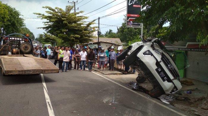 Mobil Mewahnya Tabrakan, Anggota Dewan Surya Erni Merayap di Reruntuhan Kaca