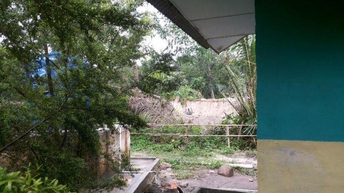 Pengusaha Ini Tak Juga Tutupi Kolong Bekas Tambang di Samping SDN 13 Riausilip