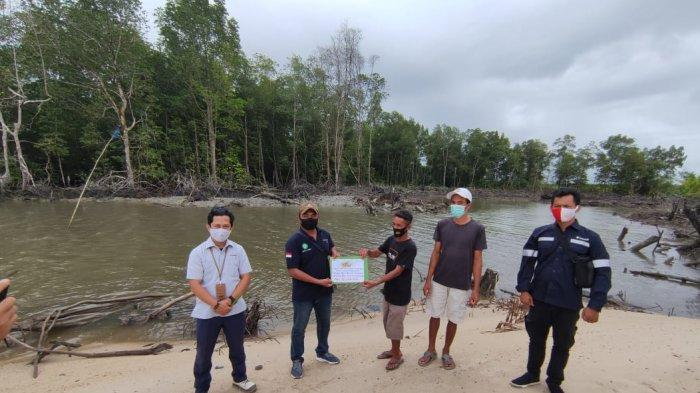 Nelayan Desa Tanjung Niur Terima Bantuan Tambatan Perahu dari PT Timah