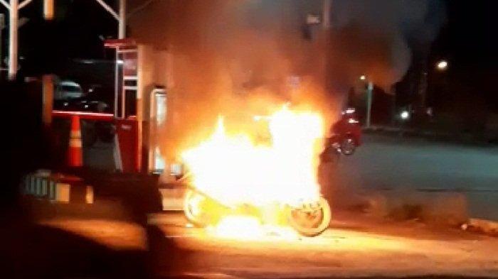 Motor Terbakar di Pintu Masuk RSBT Pangkalpinang, Diduga Korsleting Listrik