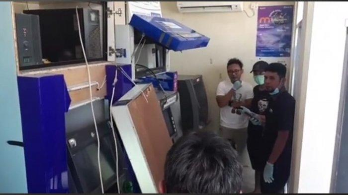 Kondisi ATM di Mega Mart Sungailiat Kabupaten Bangka rusak dibobol maling