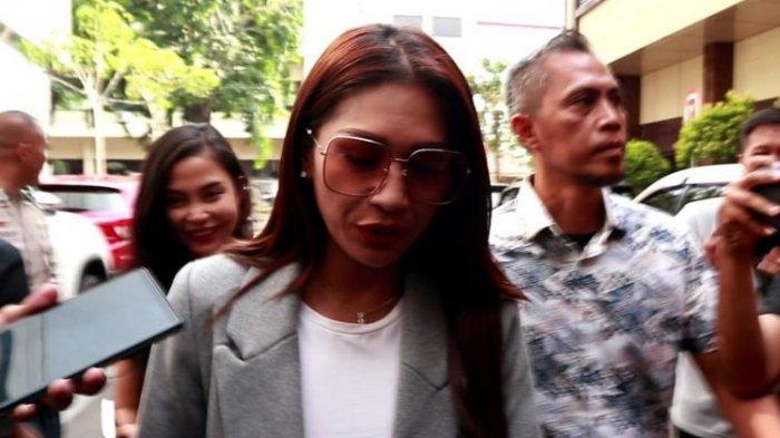 Tata Janeeta Ngaku Bukan Member MeMiles, Diundang Nyanyi Lalu di Cancel, Kini Turut Diperiksa Polisi