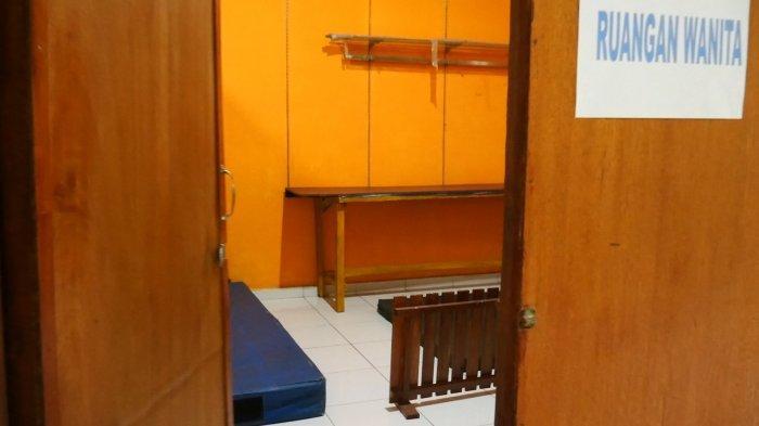 Ruangan khusus pasien perempuan di Rumah Karantina Covid-19 desa Mislak, Kecamatan Jebus, Kabupaten Bangka Barat