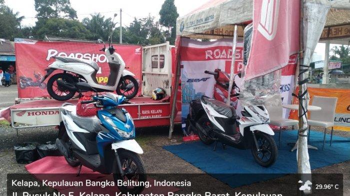 TDM Kelapa - Display produk motor Honda. Honda Beat dan Honda Scoopy