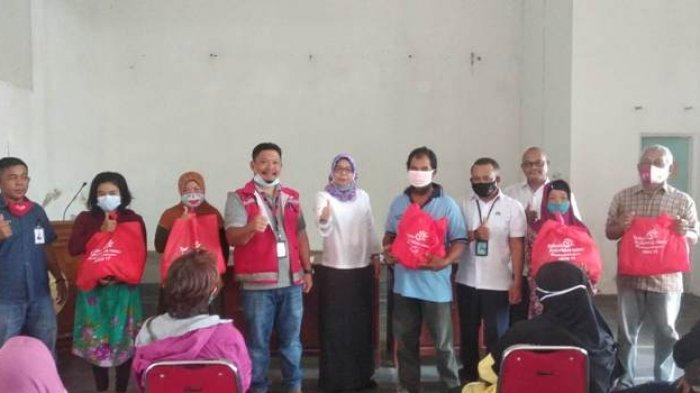 Dinsos Pangkalpinang Bersama PT Telkom Berikan Bantuan 150 Paket Sembako untuk Masyarakat