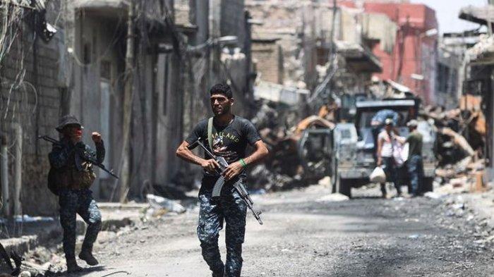 Tersebar Video Tentara Irak Diduga Lempar Anggota ISIS Hidup-hidup ke Jurang Lalu Ditembaki