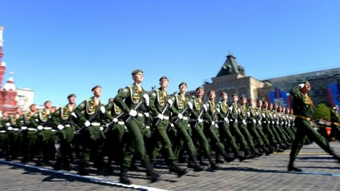 Tak kurang dari 11.000 prajurit dan berbagai peralatan tempur militer Rusia dipamerkan dalam peringatan 69 tahun kemenangan atas Nazi Jerman di Lapangan Merah, Moskwa, Jumat (9/5/2014). Rusia hingga kini merupakan negara dengan kekuatan militer terbesar kedua di seluruh dunia.
