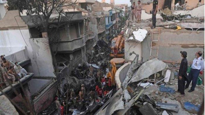 2 Penumpang Pesawat Airbus Pakistan Internasional Airlines Selamat : Saya Melihat Api Di mana-mana
