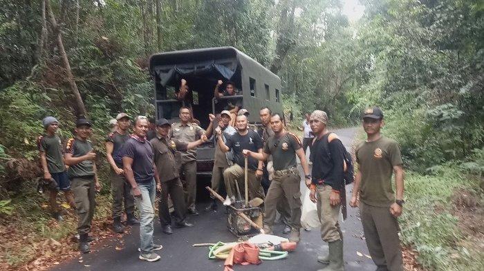 Lewat Jalur Perkebunan Sawit, Penambang di Kaki Bukit Menumbing Beraksi Malam Hari