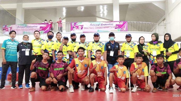Tim sepak takraw Kabupaten Bateng saat berlaga pada Popda Babel 2020.