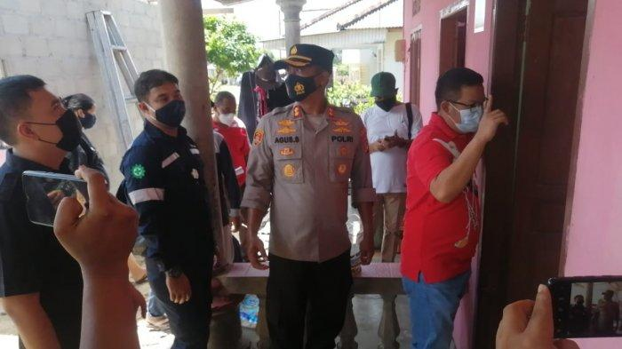 PT Timah Tbk dan Bupati Bangka Selatan Riza Herdavid menyerahkan 102 paket sembako bagi masyarakat terdampak bencana angin puting beliung di Kecamatan Toboali, Bangka Selatan, Sabtu (6/3/2021).