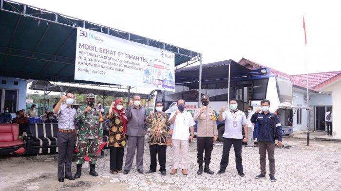 Puluhan Warga Desa Air Gantang Antusias Dapatkan Pelayanan Kesehatan Mobil Sehat PT Timah Tbk