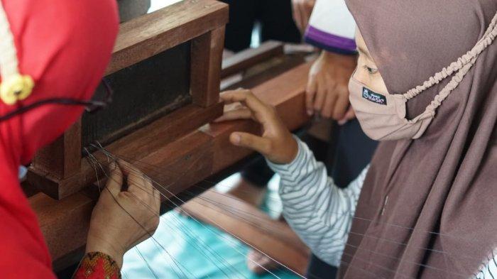 CSR PT Timah, Puluhan Warga Desa Kota Kapur Ikuti Creativepreneur Training Lidi Nipah