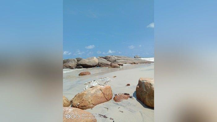 Pengunjung dan Pemilik Warung di Pantai Tanjung Berikat Keluhkan Jalan dan Sinyal Handphone
