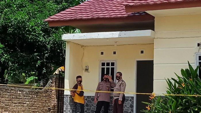 Lokasi penemuan mayat di belakang sebuah penginapan di Kacangpedang, Pangkalpinang, Bangka Belitung. (Bangkapos.com/Alza Munzi)