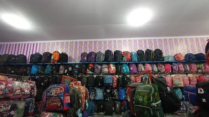 Kapan Masuk Sekolah Belum Bisa Dipastikan, Perlengkapan Tas dan Sepatu Diburu Pembeli