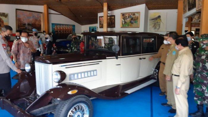 Mobil Klasik, Galery Foto dan Desa Seni Wahana Terbaru Pantai Tongaci