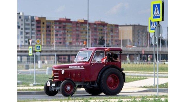 Demi Tim Swiss, Pria Ini Kendarai Traktor Sejauh 2.000 mil Nonton Piala Dunia di Rusia