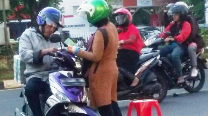 Jasa Penukaran Uang di Jalanan Ketiban Rejeki, Ada Warga Tukar Uang Sampai Rp 20 Juta