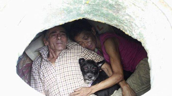 Kisah Suami Istri Tinggal di Selokan Selama 22 Tahun, Lihat Kondisinya Bikin Hati Miris