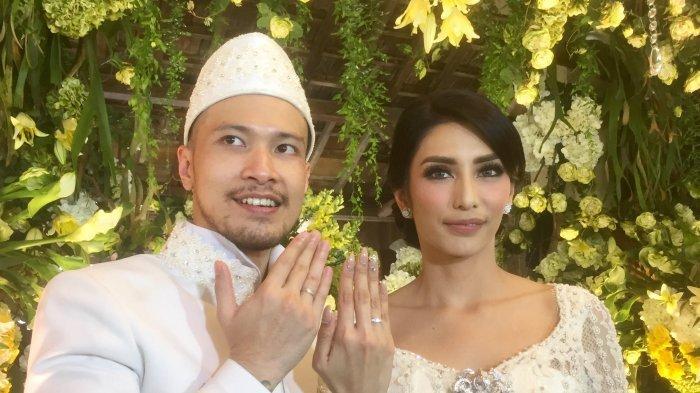 Tyas Mirasih dan Raiden Soedjono ditemui usai gelaran akad nikah di Plataran Cilandak, Jakarta Selatan, Sabtu (8/7/2017) siang.