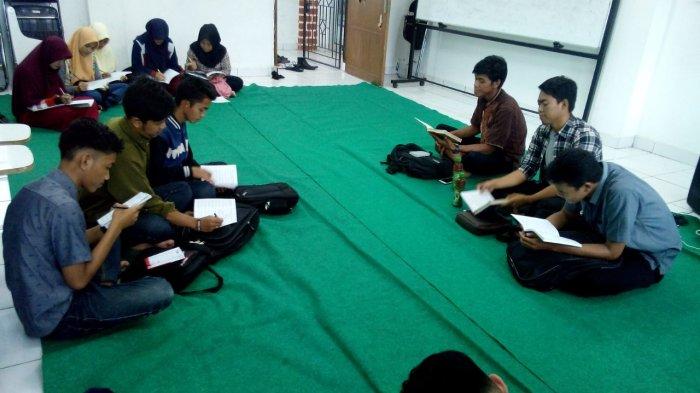 UKM Komunitas Dakwah FH UBB Gelar Kajian Rutin Baca Al Quran dan Kutubussitah