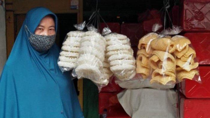 Mimi Nurhasanah, pengusaha krupuk di daerah Cilandak, Jakarta, mendapat pinjaman dari tahun 2016, 2017 dan 2020. Selain membantu perekonomian keluarga, berkat dana bergulir UMKM FIFGROUP, Mimi bisa menambah usaha secara bertahap dengan menjual pakaian, karpet dan mukena. FIFGROUP juga memberikan pembimbingan juga pelatihan kepada binaan UMKMnya. Nilai pinjaman UMKM yang diberikan berkisar antara Rp 1 juta sampai dengan Rp 20 juta.
