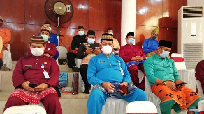 Pjs Bupati Sahirman Djumli dan Pj Sekda Hartono turut hadir dalam paripurna istimewa DPRD Provinsi Kepulauan Bangka Belitung.