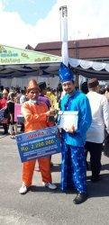 Berkubang Lumpur Kini Tok Gaul Terima Penghargaan, Juara I Pelopor Adikarya Pangan Nusantara