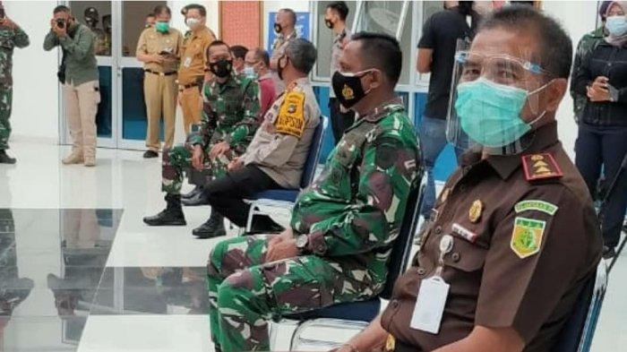 Kajati Bangka Belitung, Dr. I Made Suarnawan bersama unsur Forkopimda Provinsi Bangka Belitung dalam Vaksinasi Tahap Kedua