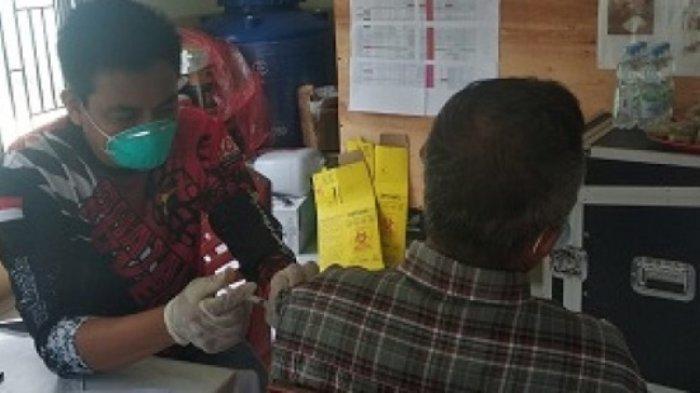 Warga Minta Vaksin, Tim Vaksinator Polres Bangka Tengah Langsung Buka Gerai di Desa Penyak
