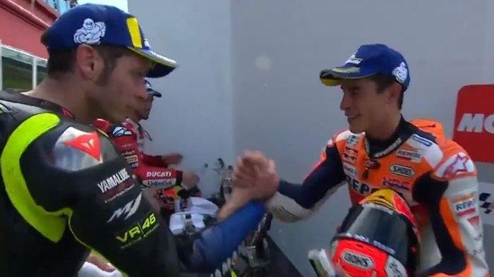 Setahun Perang Dingin, Marc Marquez dan Valentino Rossi Akhirnya Salaman di MotoGP Argentina
