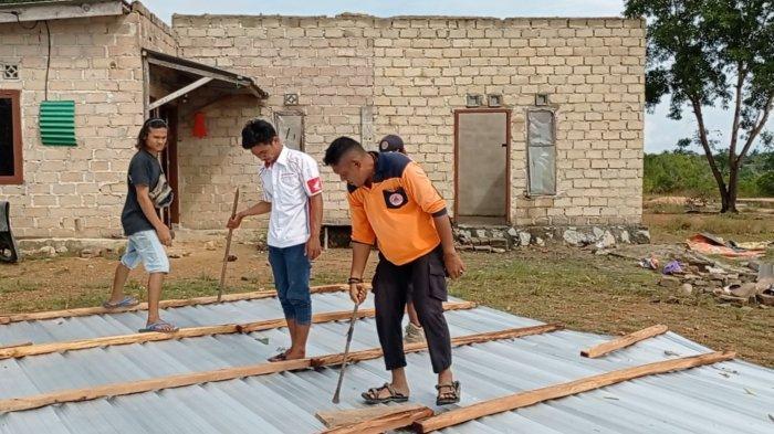 Enam Rumah Diterjang Angin Kencang, Dinas Sosial Bangka Barat Salurkan Bantuan