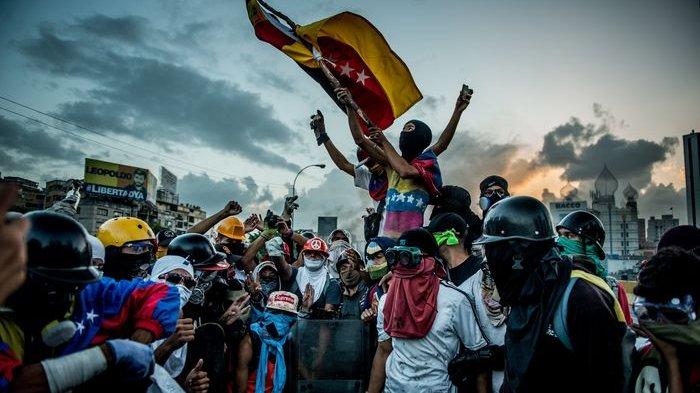 Venezuela Bangkrut Karena Terlalu Baik pada Rakyatnya, Wanitanya Lakukan ini untuk Hidup