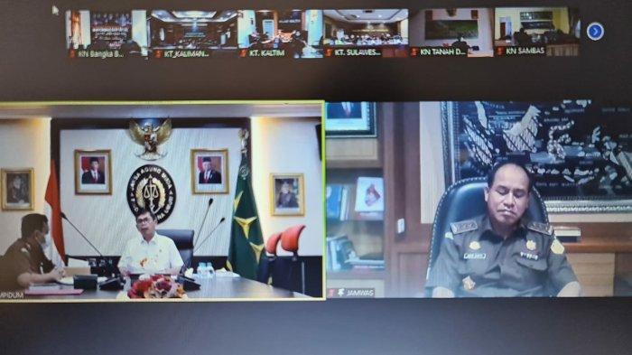 Kegiatan Zoom Meeting yang juga di ikuti oleh Kejaksaan Tinggi dan Kejaksaan Negeri seluruh Indonesia